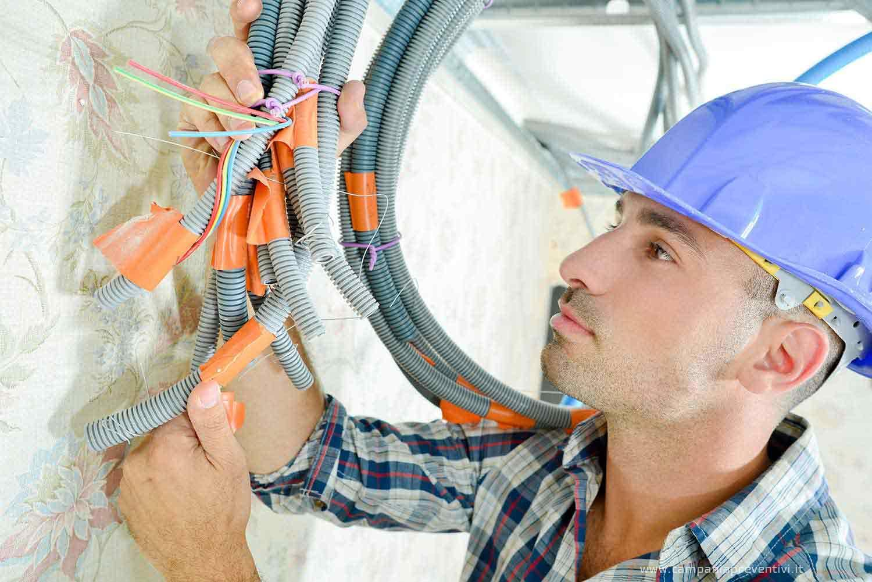 Campania Preventivi Veloci ti aiuta a trovare un Elettricista a Monteforte Irpino : chiedi preventivo gratis e scegli il migliore a cui affidare il lavoro ! Elettricista Monteforte Irpino